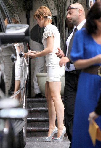 """Harry Potter"" سٹار, ستارہ Emma Watson leaves the chateau Marmont in Hollywood and heads to the MTV Movie"