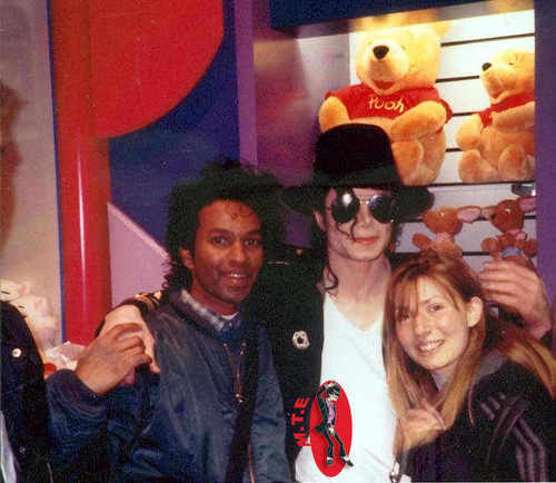 ~MICHAEL WITH FANS~