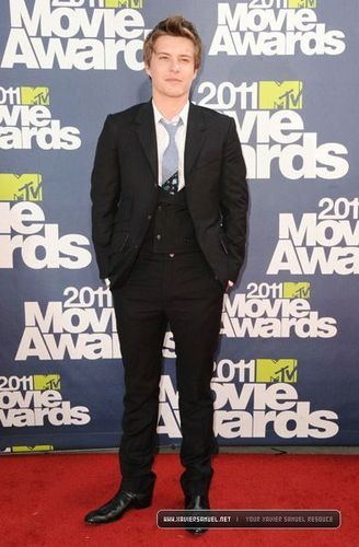 Xavier Samuel wallpaper containing a business suit and a well dressed person titled 2011 MTV Movie Awards [Arriving] - June 6