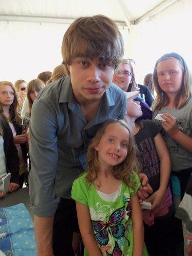 Alex with little 粉丝 in Örnsköldsvik, Sweden 6/6/2011 :)