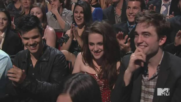 Capturas Twilight Saga-MTV Movie Awards 2011