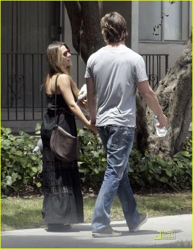 Chris Hemsworth & Elsa Pataky: Strolling Sweethearts