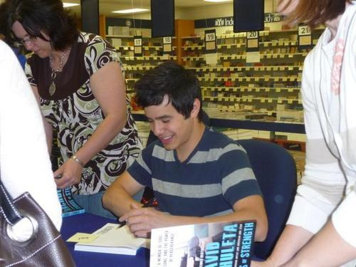 David at CD and Book signing at Utah Festival of buku at BYU Bookstore :)