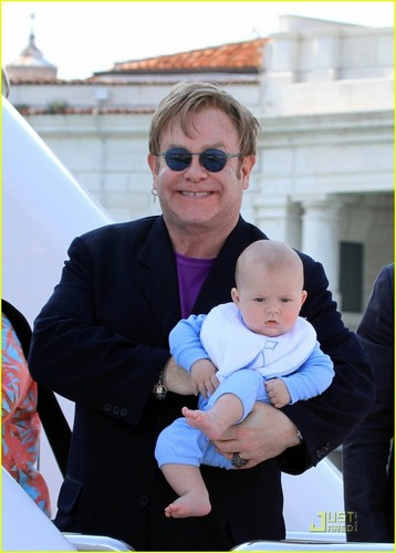 Elton John & David Furnish: Italian Vacation with Zachary!