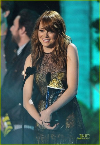 एमा स्टोन वॉलपेपर probably with a कॉकटेल dress and a portrait titled Emma Stone: Best Comedic Performance Winner!