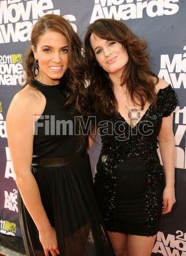 First pics of Elizabeth Reaser at MTV Movie Awards