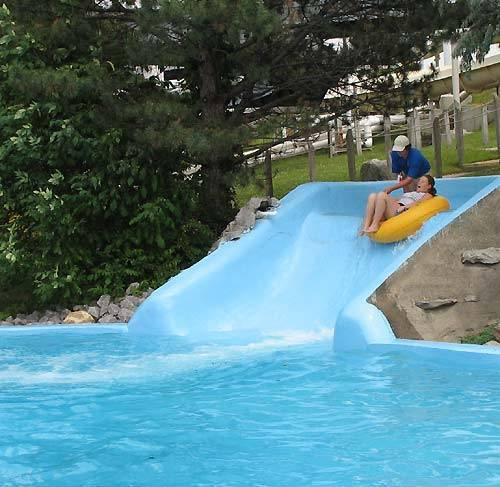 Water Parks Hintergrund called Floogate Falls Lazy River slide