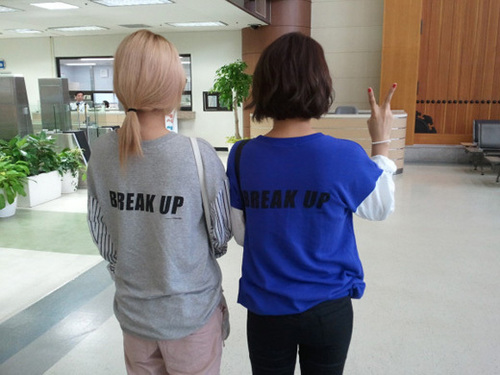 Gayoon & Jiyoon - Couple T-shirt - 4minute Photo