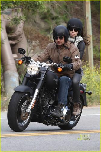 Gerard Butler: Motorcycle Ride with Jessica Biel!