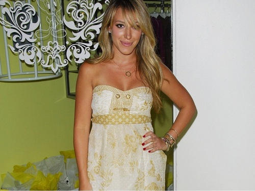 Haylie Duff 壁纸 probably containing a bridesmaid, a gown, and a 晚餐 dress entitled Haylie 壁纸