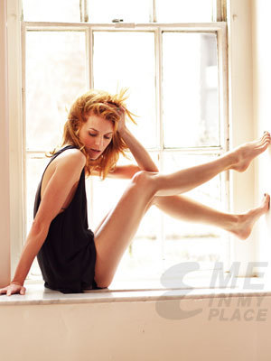 One baum hügel Hintergrund possibly with a leotard and a portrait called Hilarie burton EsquireMagazine Foto Shoot