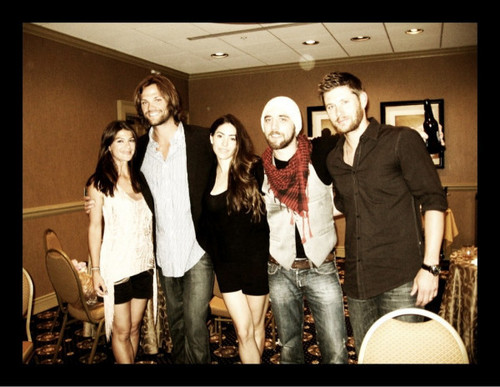 Jared Padalecki & Genevieve Cortese 壁紙 probably with long trousers, a sign, and a well dressed person titled Jared&GenPAdalecki