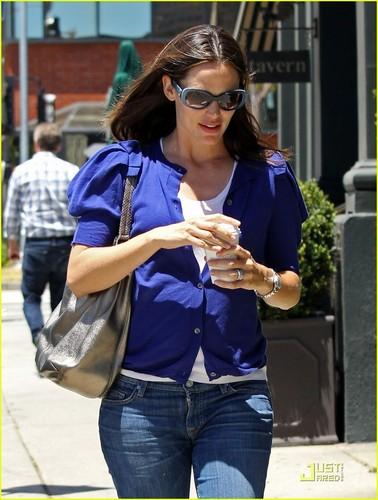 Jennifer Garner: Feeling Blue in Brentwood