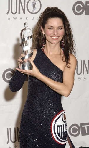 Shania Twain wallpaper possibly with a sign, a cocktail dress, and a bouquet titled Juno Music Awards 2003