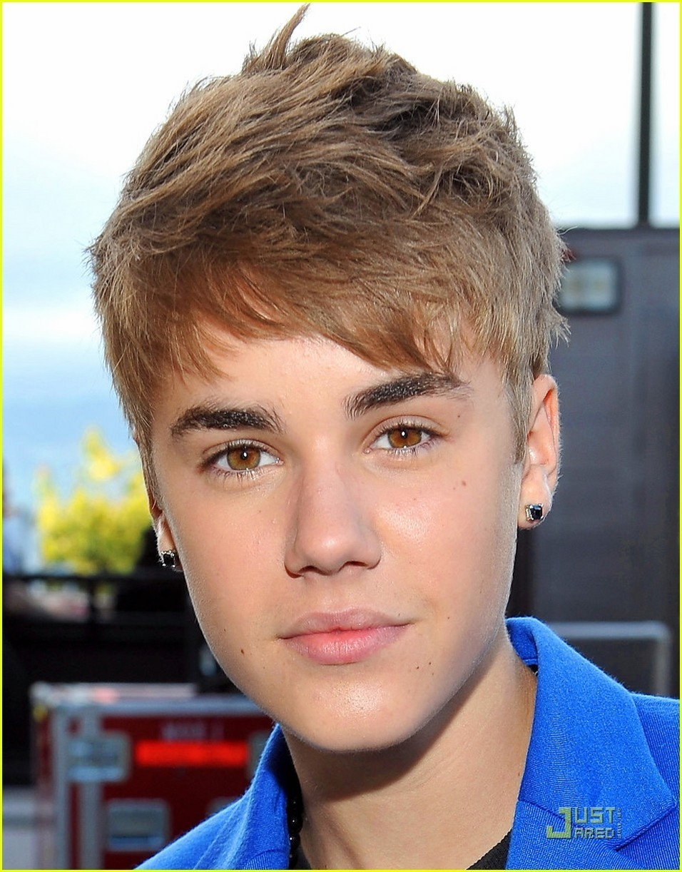 Justin Bieber Earrings At The Mtv Movie Awards 2011