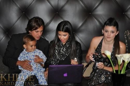 Kardashian Family makan malam