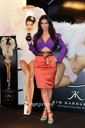 Kim Kardashian promotes her Fragrance in Londres