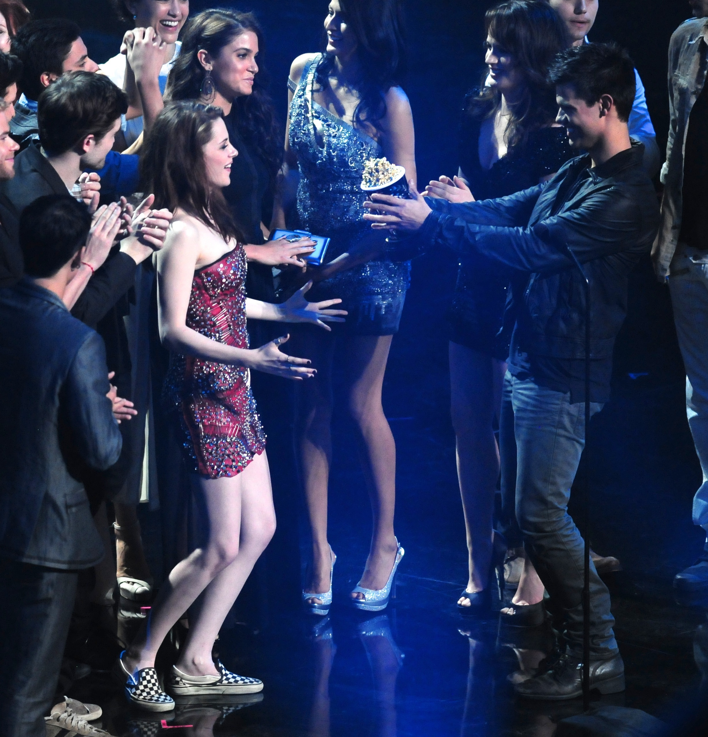 Kristen Stewart Accepts The Award For Best Kiss Mtv Movie