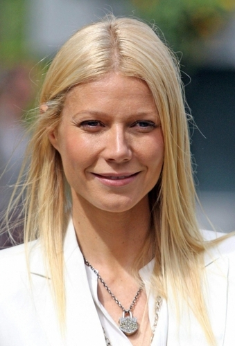 Gwyneth Paltrow wallpaper with a portrait called May 23 - The Chelsea Flower Show in London