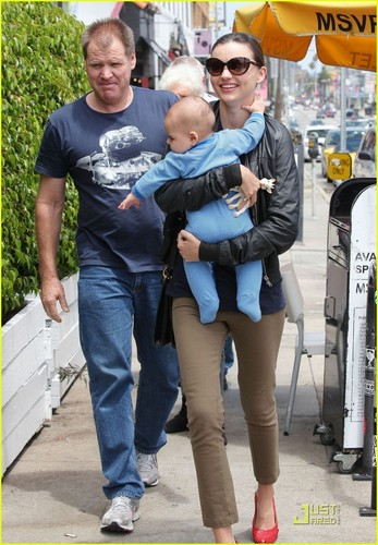 Miranda Kerr: Family Lunch with Flynn!
