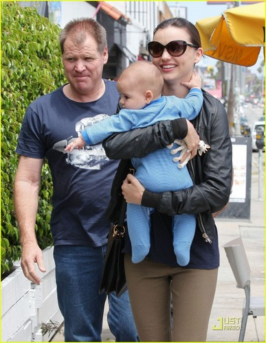Miranda Kerr: Family Lunch with Flynn!