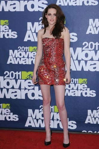 thêm from the MTV Movie Awards (June 5, 2011)