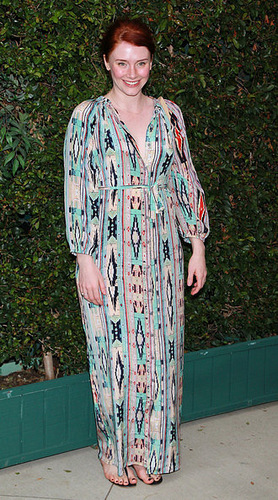 New foto's of Bryce Dallas Howard at Chanel's Benefit avondeten, diner