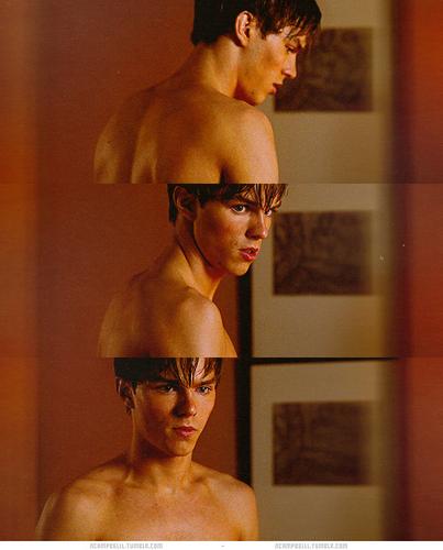 Nicholas Hoult <3