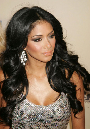니콜 셰르징거 바탕화면 possibly containing a chain mail titled Nicole Scherzinger