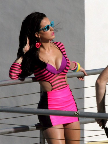 Katy Perry wallpaper with sunglasses entitled Photoshoot Candids in Miami