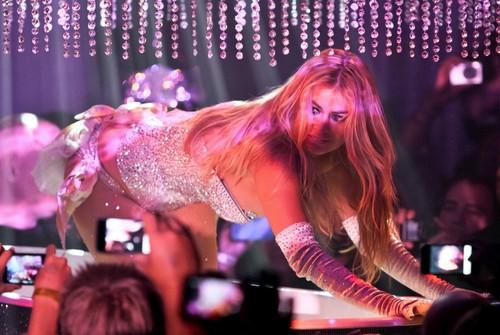 Pussycat búp bê Burlesque Saloon Grand Opening