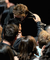 Robert and Taylor kiss at MMA 2011 - taylor-lautner-vs-robert-pattinson photo