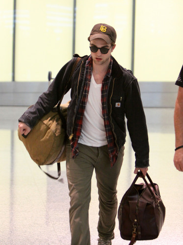 Robert pattinson arriving Toronto
