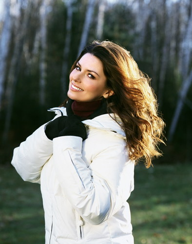 Shania Twain karatasi la kupamba ukuta possibly with an outerwear and a box kanzu, koti titled Shania Twain