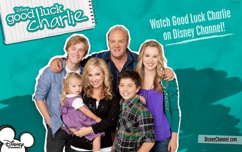 Good Luck Charlie wallpaper containing a tennis player and a tennis pro titled The Family