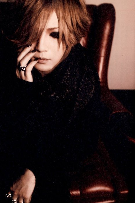http://images4.fanpop.com/image/photos/22600000/ruki-the-gazette-22686065-465-700.jpg
