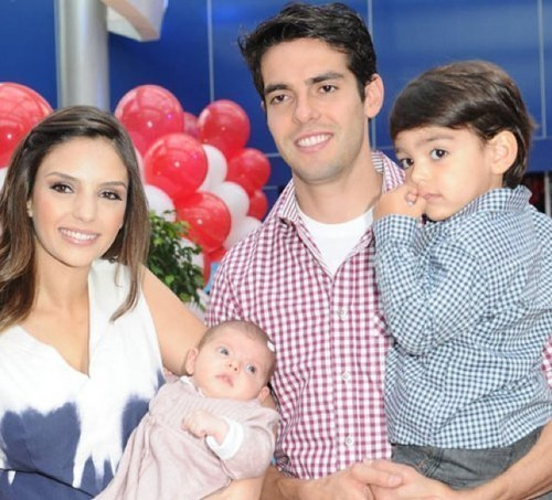 : Caroline, Kaká, Luca & Isabella at the birthday party of Luca! Perfect family =)