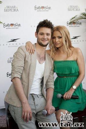 Ell & Nikki