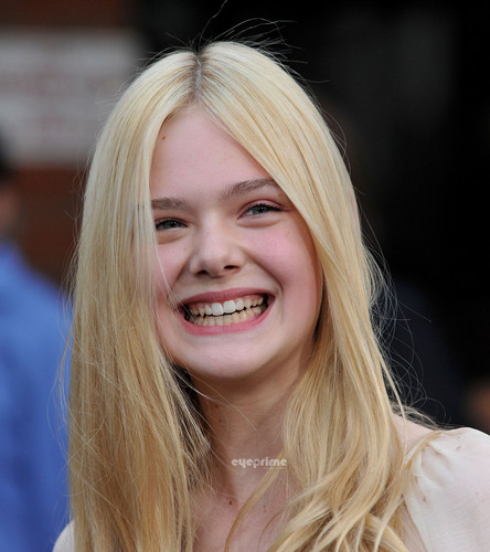 "Elle Fanning images ""Super 8"" Los Angeles Premiere [HQ] HD wallpaper and background photos"
