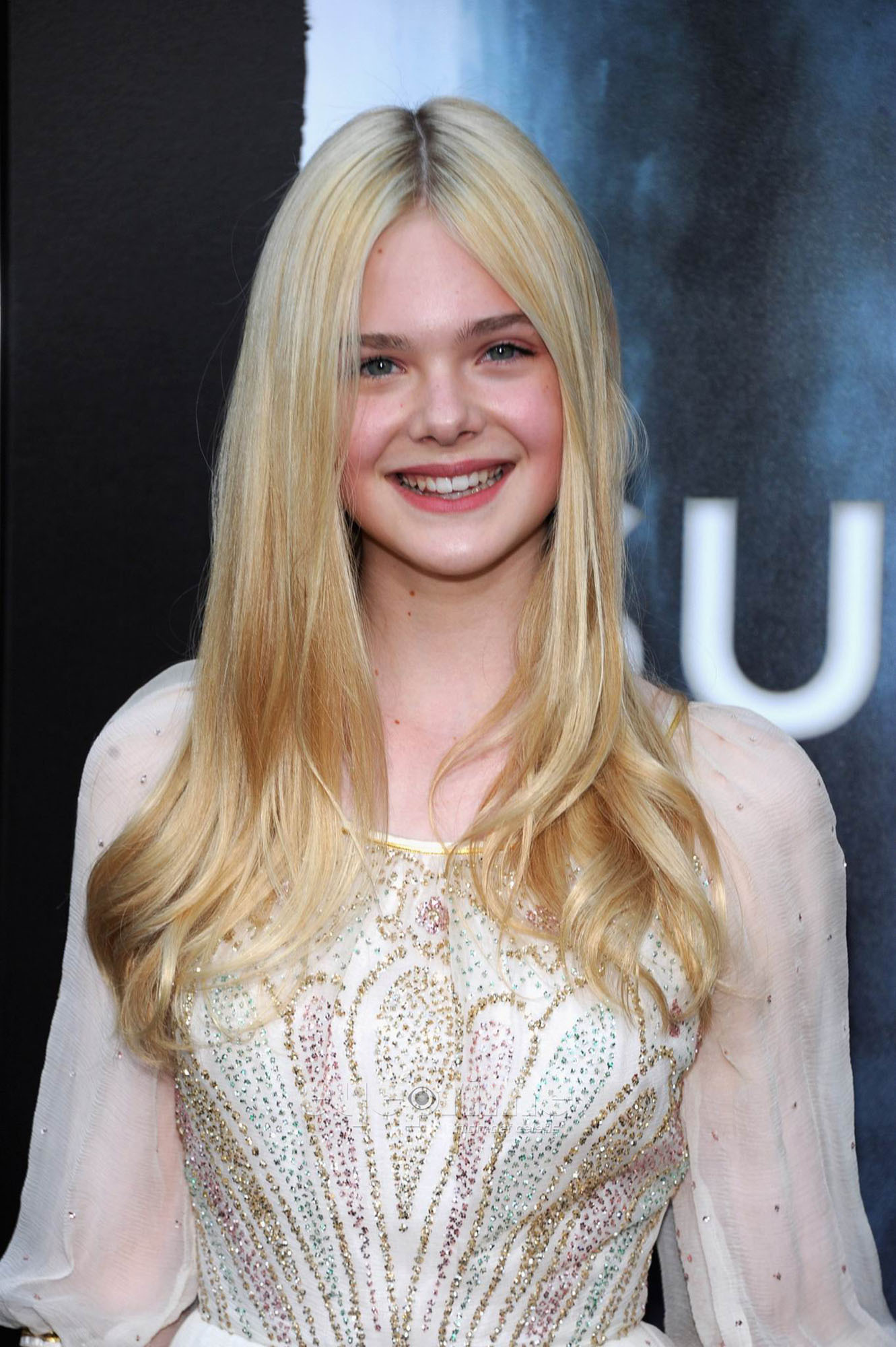Elle Fanning HQ http://www.fanpop.com/clubs/elle-fanning/images/22726140/title/super-8-los-angeles-premiere-hq-photo