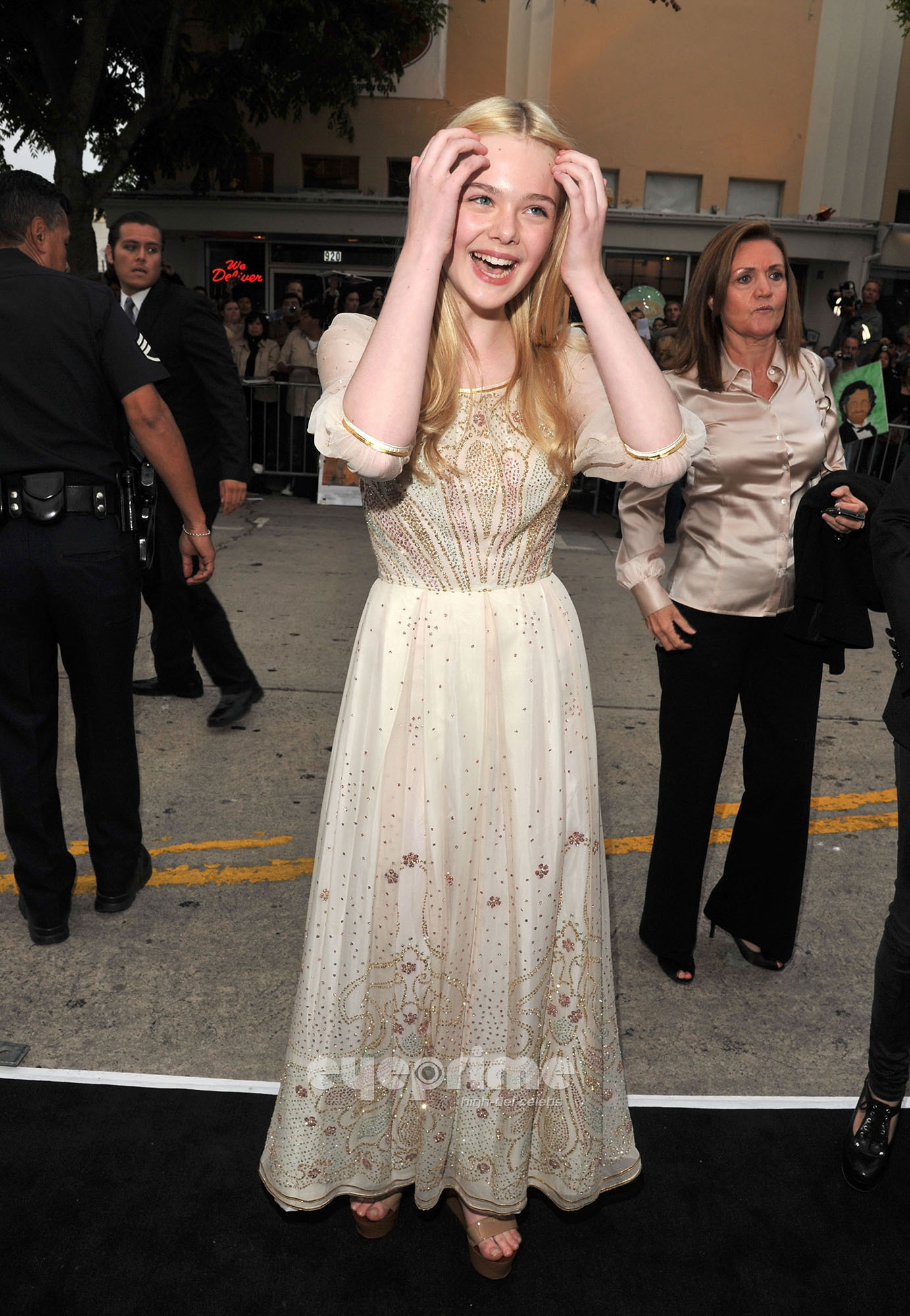 Elle Fanning HQ http://www.fanpop.com/clubs/elle-fanning/images/22726164/title/super-8-los-angeles-premiere-hq-photo