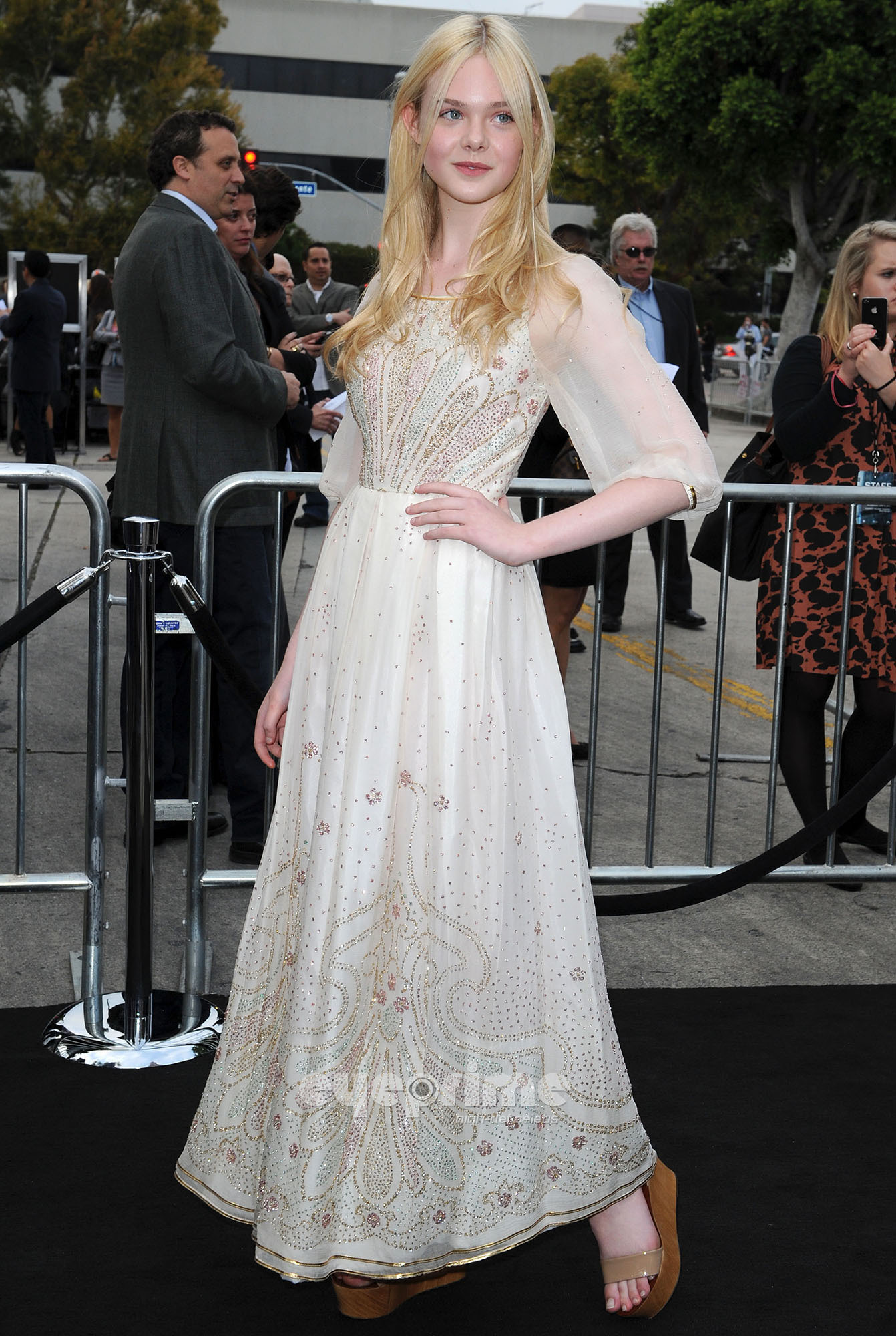 Elle Fanning HQ http://www.fanpop.com/clubs/elle-fanning/images/22726187/title/super-8-los-angeles-premiere-hq-photo