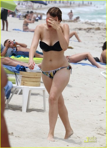 Aimee Teegarden: Back To The Beach!