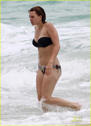Aimee Teegarden: Back To The Beach!
