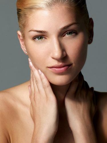 America's volgende top, boven Model Cycle 3 (Episode 3): Beauty Shot with Hands