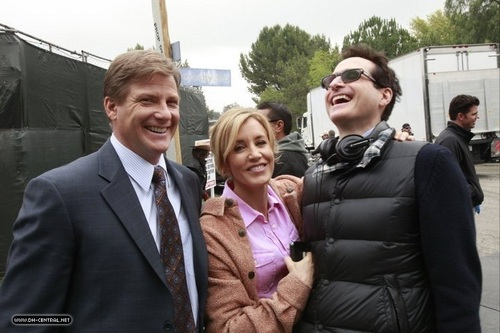 Desperate Housewives achtergrond with a business suit and a suit called BEHIND THE SCENES > SAISON 7