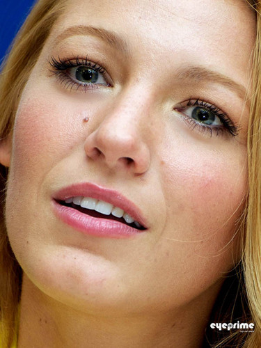 "Blake Lively: ""Green Lantern"" Press Conference in Beverly Hills, Jun 8"