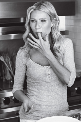 Gwyneth Paltrow वॉलपेपर probably containing a spatula, a kitchen, and a tamale, तामले called Bon Appétit - June 2011