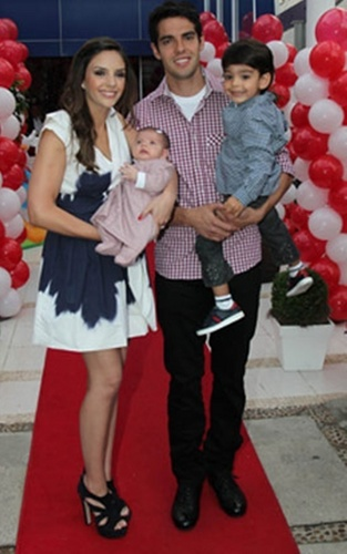 Caroline, Kaká, Luca & Isabella at the birthday party of Luca! Perfect family =)