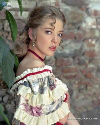 Edith Gonzalez como Mónica en Corazón Salvaje